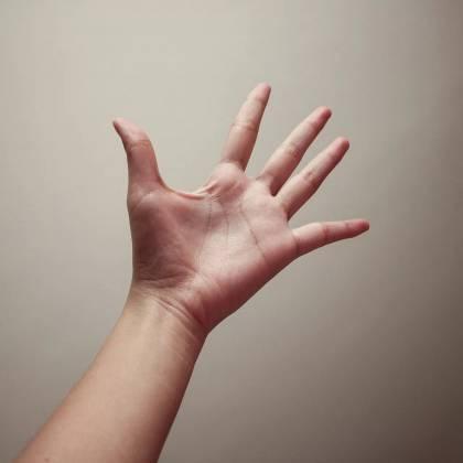 Как легко отмыть смолу с рук? Чем можно отмыть смолу с рук?