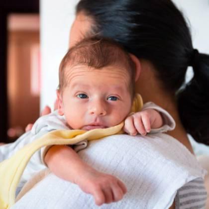 Симптомы младенческих колик и первая помощь