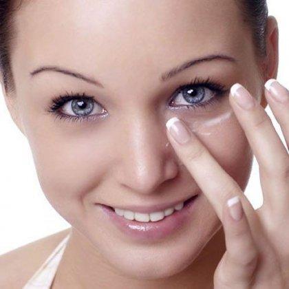 Как разгладить морщины под глазами?