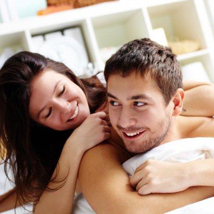 Муж знает как удовлетворить жену в постели
