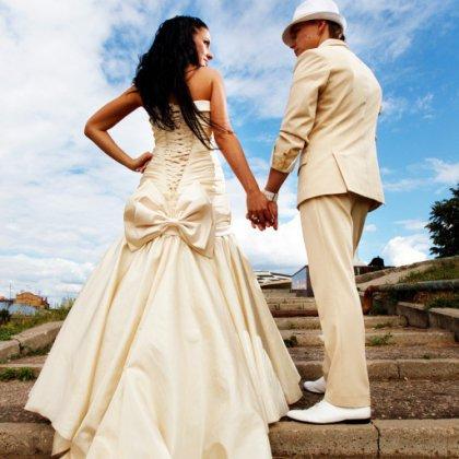 Свадебные наряды жениха и невесты: выбираем вместе
