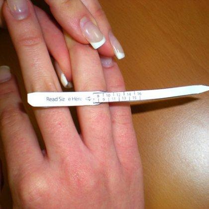 Как узнать размер безымянного пальца в домашних условиях