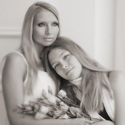 Как выбрать позы для фотосессии мамы с дочкой?