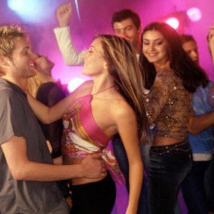 Как танцевать в клубе парню?