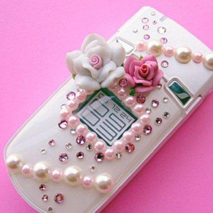 Как выбрать мобильный телефон в подарок девушке?