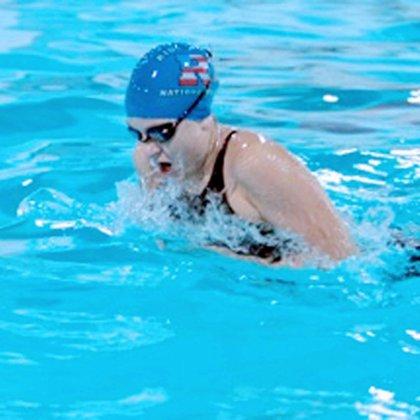Как накачать мышцы в бассейне?