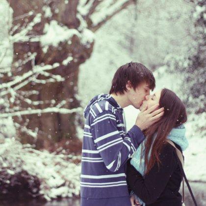 Как научиться французскому поцелую?