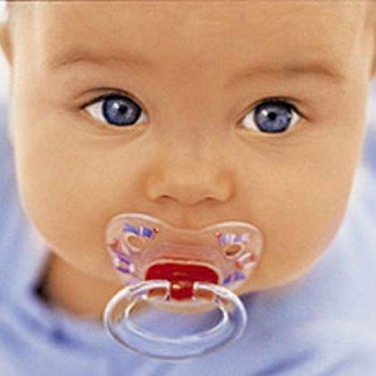 Как дать соску ребенку, с какого возраста?