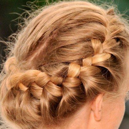 как красиво прибрать волосы средней длины