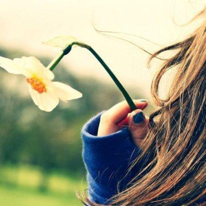 Как поднять настроение девушке в интернете?