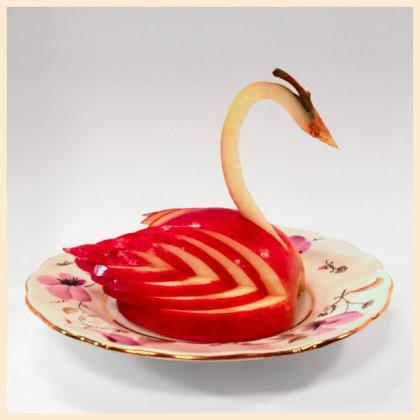 Как вырезать лебедя из яблока?