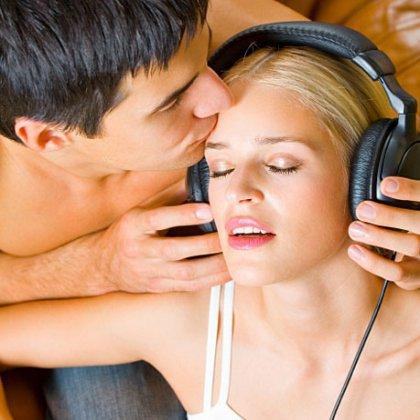 kakaya-muzika-zvuchit-v-filme-virtualnaya-seksualnost