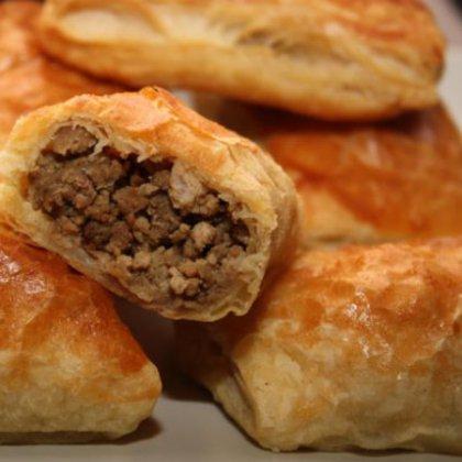Как приготовить пирожки с мясом и луком?