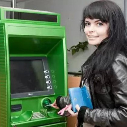 Как внести деньги на карту сбербанка другому человеку через банкомат?