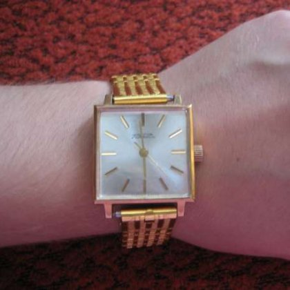 Как почистить позолоченные наручные часы?