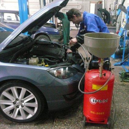 Замена масла в двигателе автомобиля: порядок действий