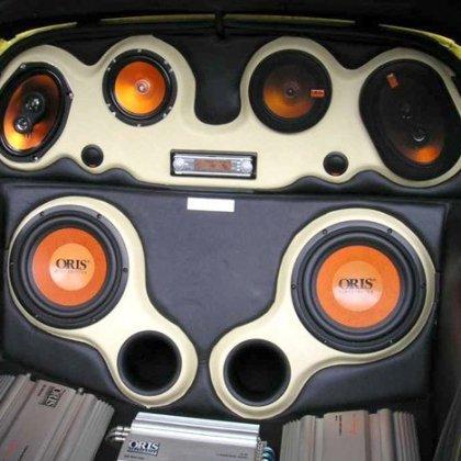 Как сделать музыку в машине без магнитолы?