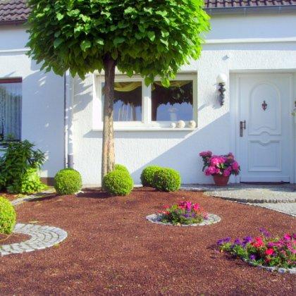 Как спланировать и оформить палисадник перед домом?