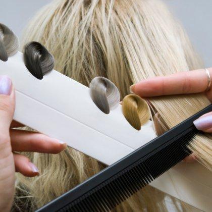 Как убрать серый оттенок волос проще всего?