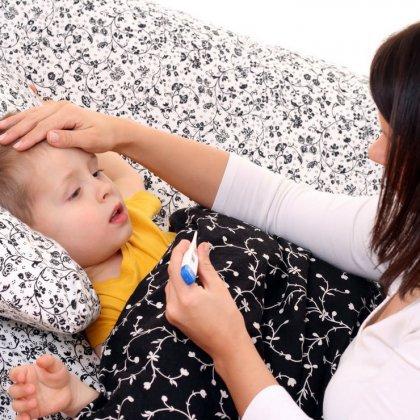 Нужно ли сбивать температуру ребенку?