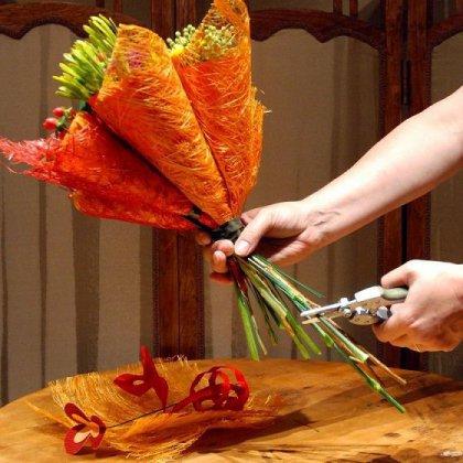 Как упаковать букет цветов; как сделать упаковку для букета?