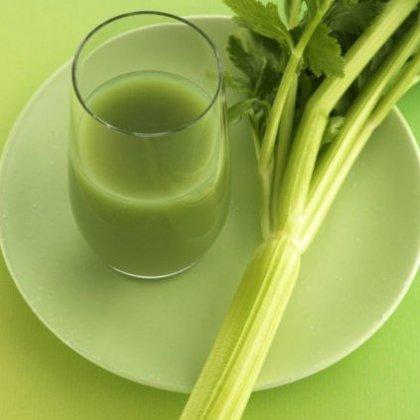 Как сделать натуральный сок из сельдерея?