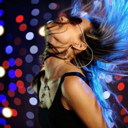 Как красиво танцевать в клубе девушкам?