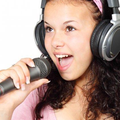 Как улучшить голос для пения?