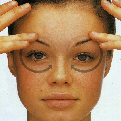 Как правильно делать массаж от морщин вокруг глаз?