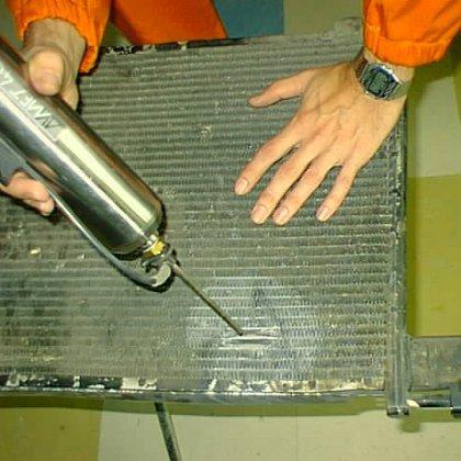 Как устранить течь радиатора автомобиля?