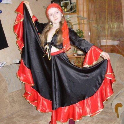 Как сделать цыганский костюм?
