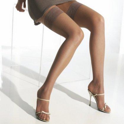 Фото в телесного цвета чулках