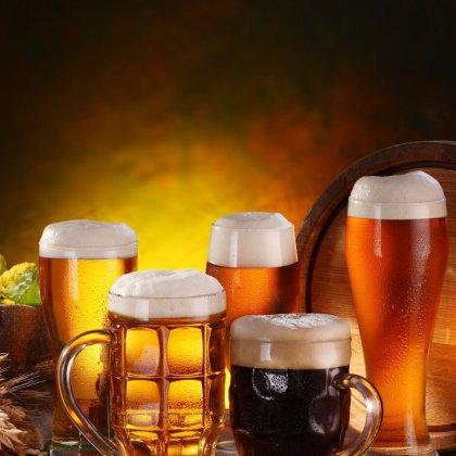 Как правильно разливать пиво в бокалы?