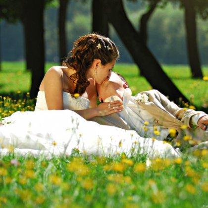 Весенняя фотосессия пары: как выбрать красивые позы?