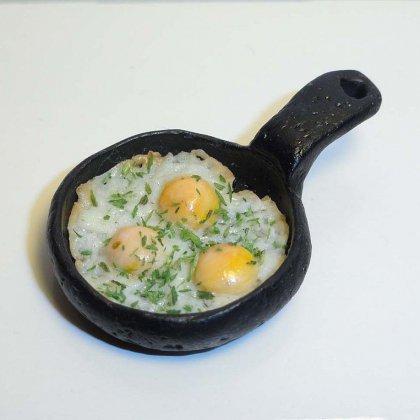 Как готовить яичницу-глазунью?