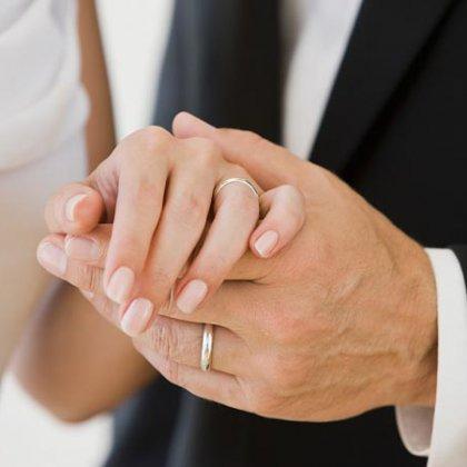 как женить знакомого на себе