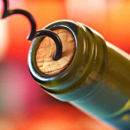 Как хранить открытую бутылку вина?