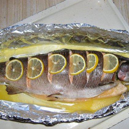 Как готовить форель в фольге?