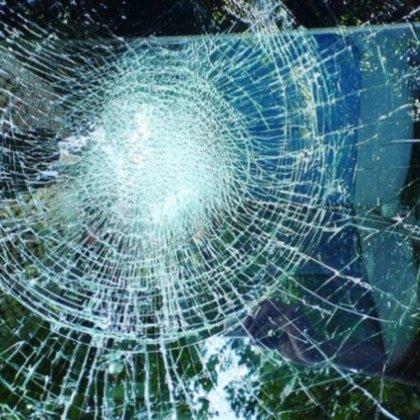 Как защитить лобовое стекло от камней?
