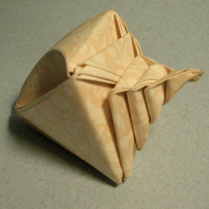 Как сделать ракушку из бумаги?