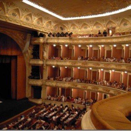 Поход в театр: правила этикета