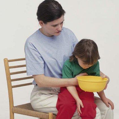 Что делать, если ребенка рвет; как лечить рвоту у ребенка?