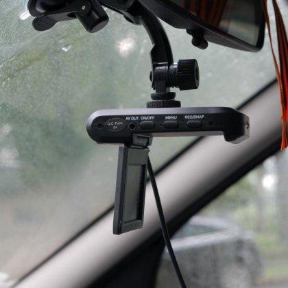Как закрепить видеорегистратор на стекле?