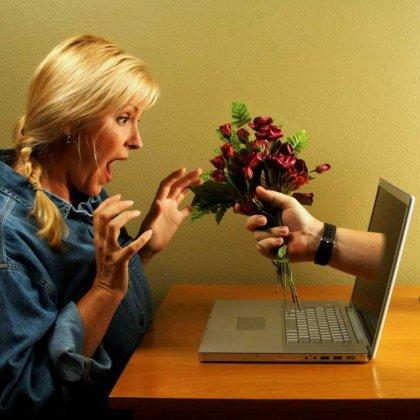 Как начать разговор с девушкой в интернете?