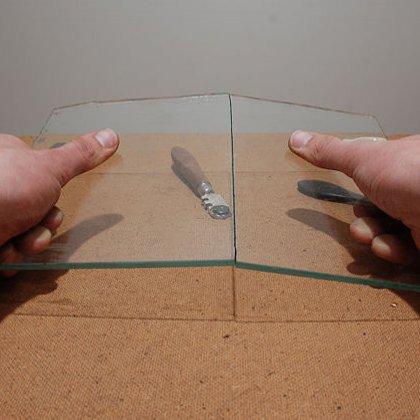 Как резать стекло стеклорезом, если нет возможности обратиться к специалисту?