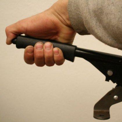 Как отрегулировать ручной тормоз?