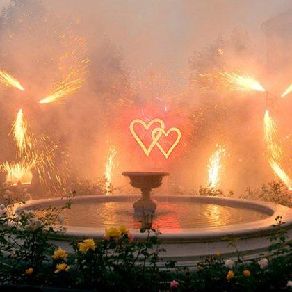 Красочный фейерверк в виде сердца