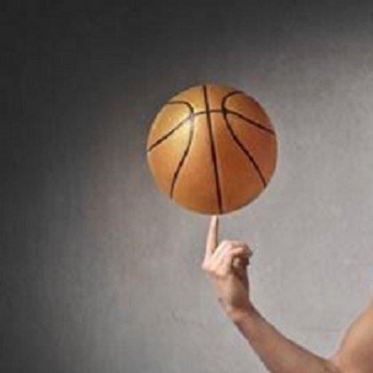 Как крутить мяч на пальце?