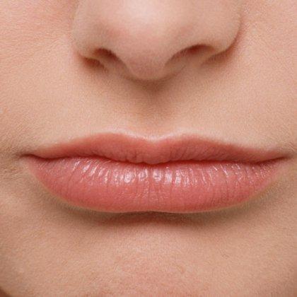 Как обесцветить волосы над верхней губой?