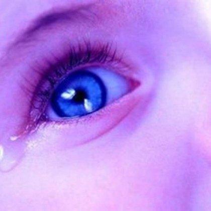 Почему слезятся и краснеют глаза у ребенка?